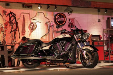 Priced at $17,999, the Victory Cross Roads Classic LE has the Harley-Davidson Road King Classic square in its sights.