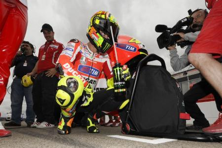 Valentino Rossi became the first rider to start a race from pit lane because of the six-engine rule.