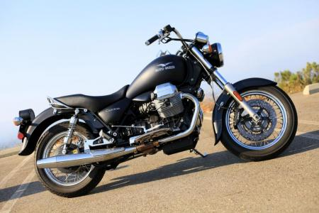 2011-moto-guzzi-california-black-eagle-review-09