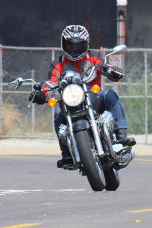 2011-moto-guzzi-california-black-eagle-review-11