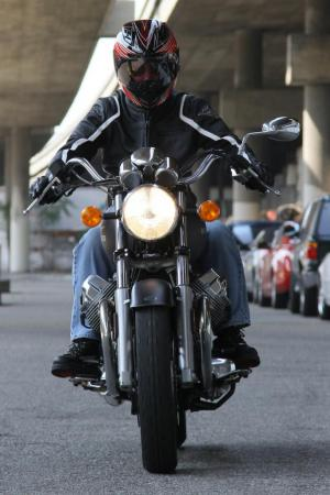 2011-moto-guzzi-california-black-eagle-review-14