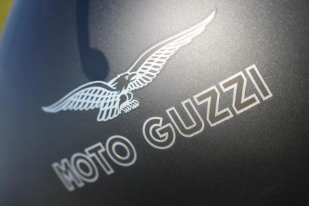 2011-moto-guzzi-california-black-eagle-review-19