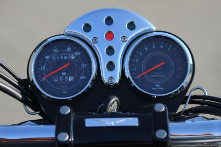 2011-moto-guzzi-california-black-eagle-review-22