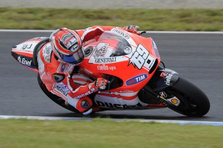 Nicky Hayden finished the race in seventh, sandwiched between fellow Americans Ben Spies and Colin Edwards.