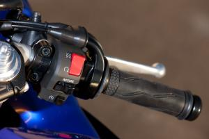 2012 Yamaha YZF-R1 right handlebar