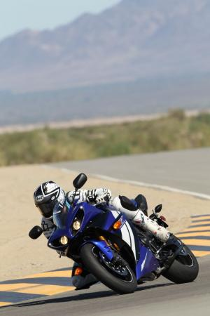 102111-2012-yamaha-yzf-r1-review-bjn91214.jpg