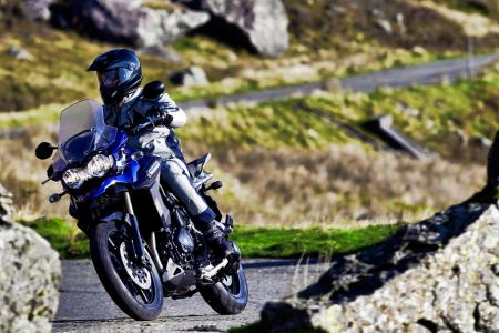 112411-2012-Triumph-Tiger-Explorer_riding