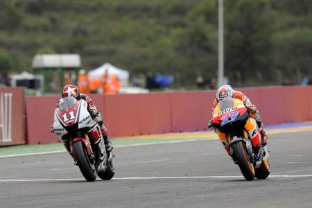 In perhaps the most dramatic finish this season, Casey Stoner edged out Ben Spies by just 0.015 seconds.