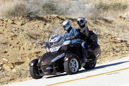 121511-2012-can-am-spyder-rt-01