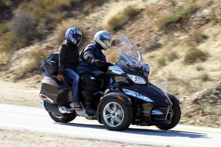 121511-2012-can-am-spyder-rt-04