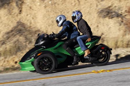 121511-2012-can-am-spyder-rs-07