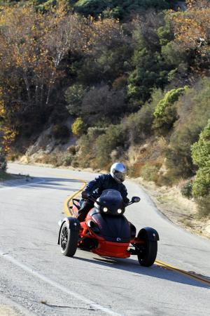 121511-2012-can-am-spyder-rs-09