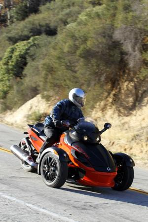 121511-2012-can-am-spyder-rs-10