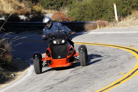 121511-2012-can-am-spyder-rs-11