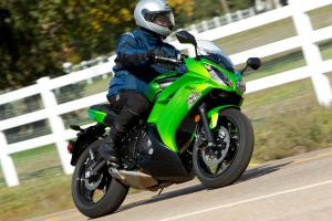2012 Kawasaki Ninja 650 Green Action