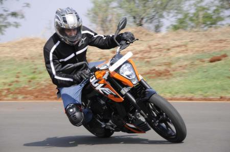 2012 KTM 200 Duke Action Front Right