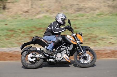 2012 KTM 200 Duke Action Right