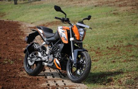 2012 KTM 200 Duke Front Right