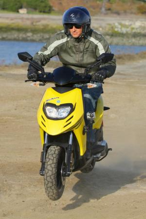 2012 Piaggio Typhoon 125 Front Action 0870