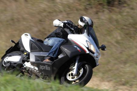2012-aprilia-srv850-action-right-side-37