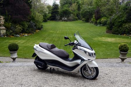 Piaggio  Motorcycles on Picture  Other   050812 2012 Piaggio X10 Review 01