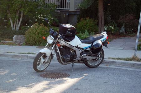 mo-sophomore-dc-1989-suzuki-gs500e-left-side