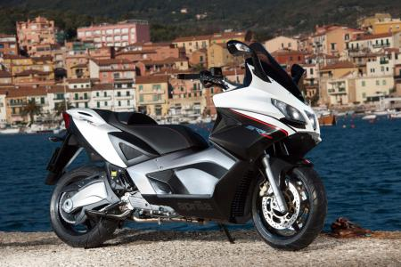 2012-aprilia-srv850-executive-right-side