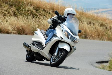 2012 Piaggio X10 500 Executive Action Front