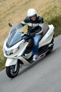 2012 Piaggio X10 500 Executive Cornering
