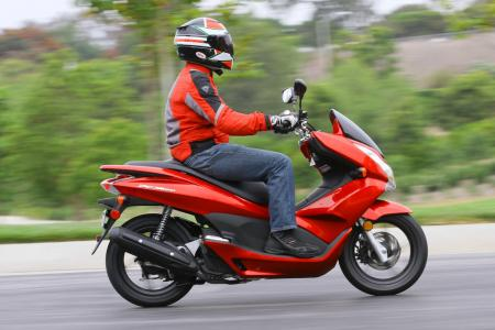 2013 Honda PCX150 Action Right