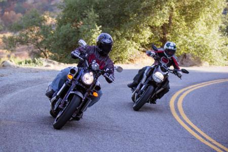 2012 Ducati Diavel Cromo vs Star VMAX Cornering