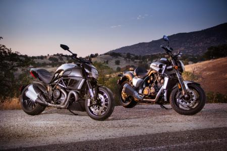 Ducati Diavel Cromo Vs Star Vmax