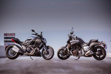 2012 Ducati Diavel Cromo vs Star VMAX Beauty
