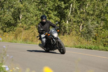 mo-beginner-2013-honda-nc700s-10-action