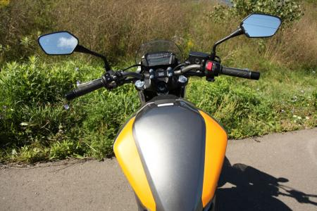 mo-beginner-2013-honda-nc700s-38-controls