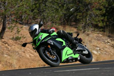 2013 Kawasaki Ninja ZX 6R Action Front Left