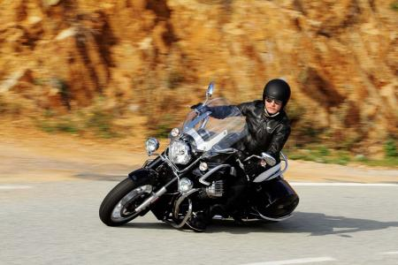 2013-moto-guzzi-california-1400-touring-action-01
