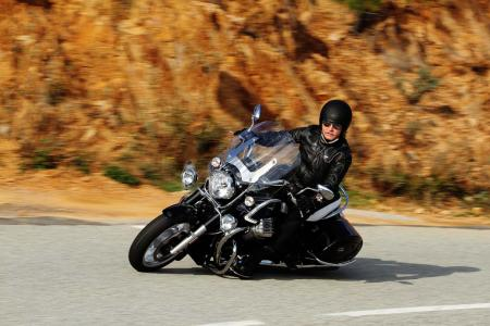 2013-moto-guzzi-california-1400-touring-action-02