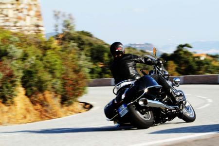 2013-moto-guzzi-california-1400-touring-action-04