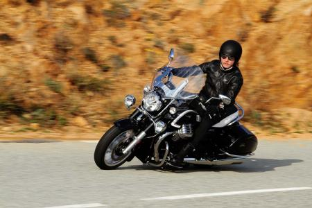 2013-moto-guzzi-california-1400-touring-action-05