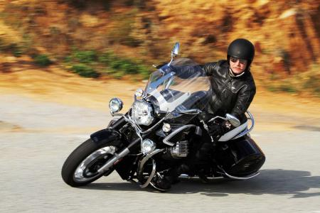 2013-moto-guzzi-california-1400-touring-action-06