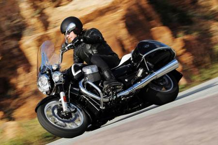 2013-moto-guzzi-california-1400-touring-action-08