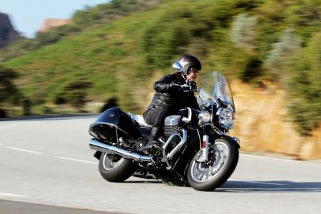 2013-moto-guzzi-california-1400-touring-action-09