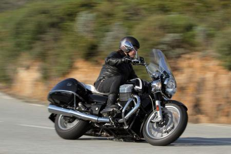 2013-moto-guzzi-california-1400-touring-action-10