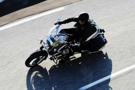 2013-moto-guzzi-california-1400-touring-action-13