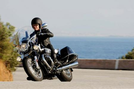 2013-moto-guzzi-california-1400-touring-action-14