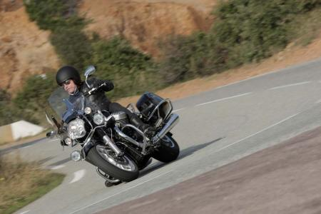 2013-moto-guzzi-california-1400-touring-action-15