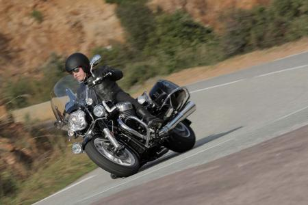 2013-moto-guzzi-california-1400-touring-action-16