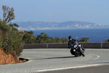 2013-moto-guzzi-california-1400-touring-action-21