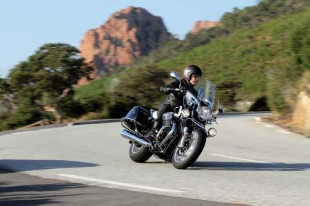 2013-moto-guzzi-california-1400-touring-action-24